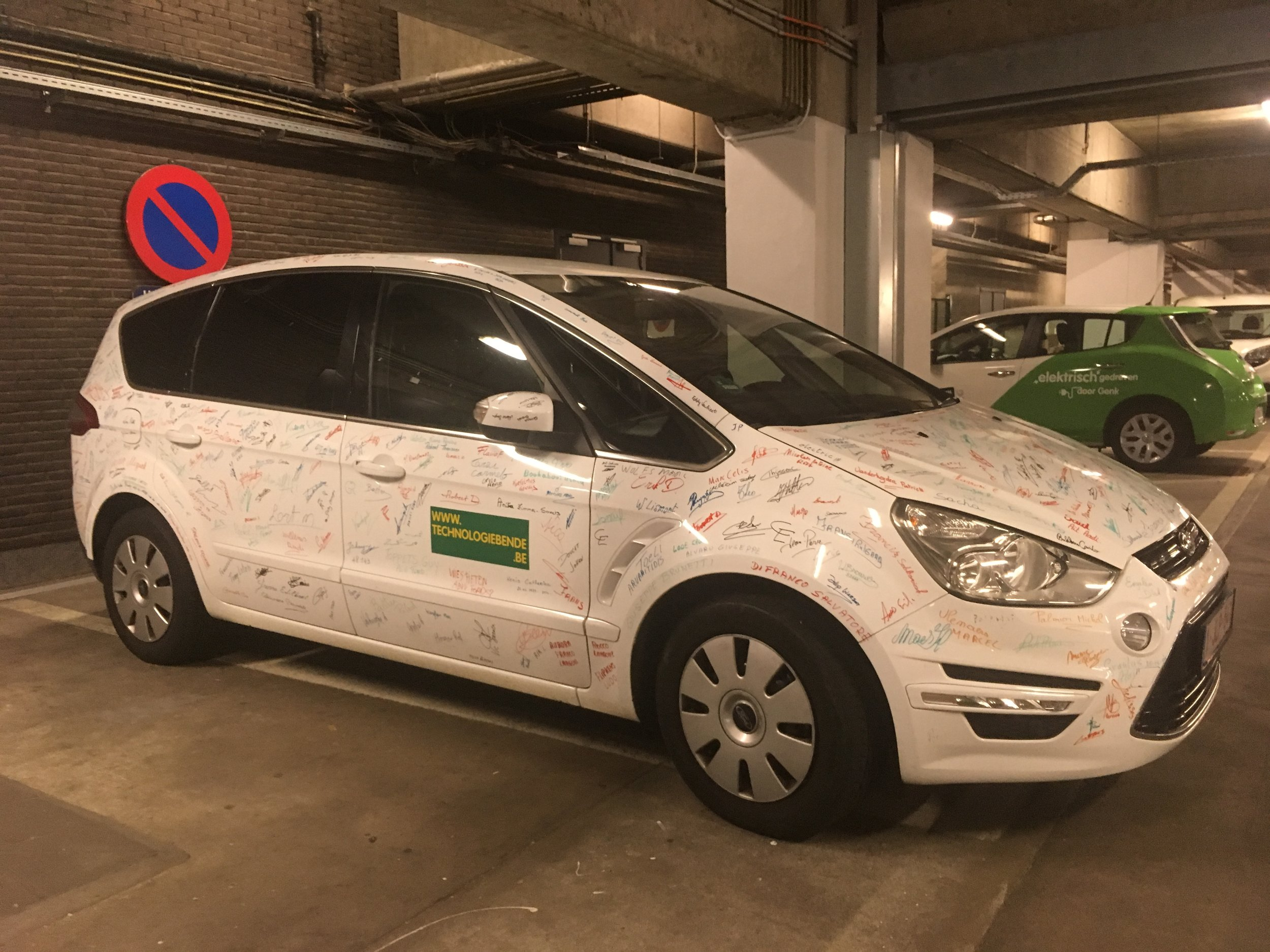 The last Ford (S-Max) ever produced in Genk Signed by the factory workers