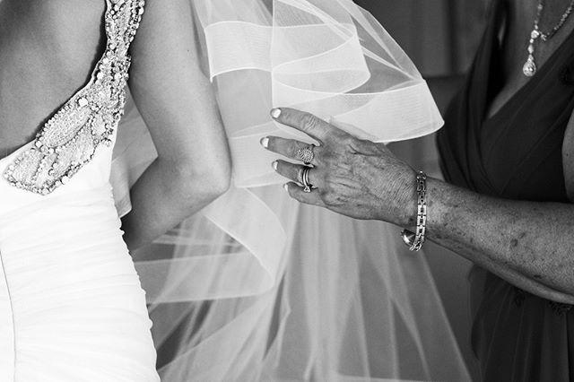 Satur-YAY! 👏🏻 Just popping in to say I hope you enjoy your weekend!  • • • #wedding #weddingphotographer #weddingphotography #weddings #weddingday #engagement #engagementring #weddingvenue #bohowedding #indiewedding #intimatewedding #outdoorwedding #naturallight #lightchasers #bridesmaiddresses #weddingdress #weddinginspo #weddingideas #picoftheday #weddingphotos #trendy #boho #indie #bohemian #pawedding #swpa #photooftheday #girlboss #womenwhohustle #mood