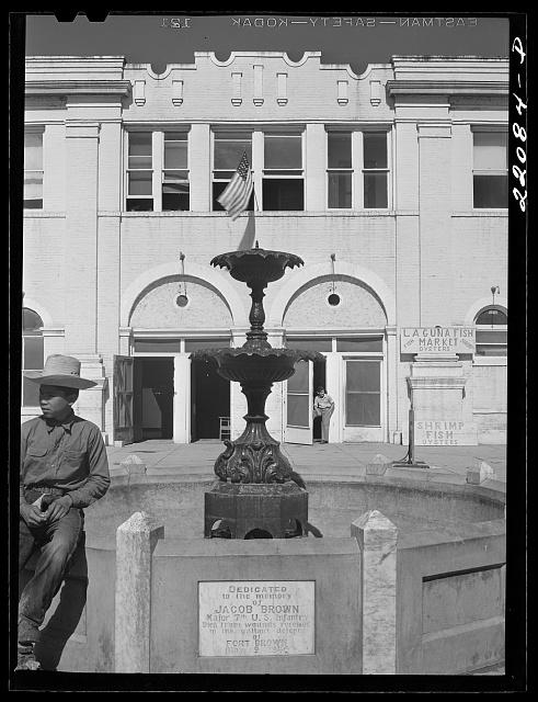 Market Square, J Brown memorial 1942 copy.jpg