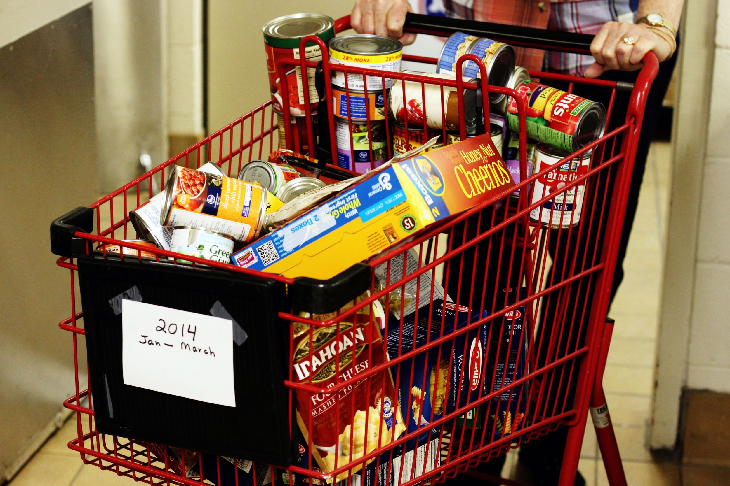 Keeping Carts full at the Worthington Resource Pantry