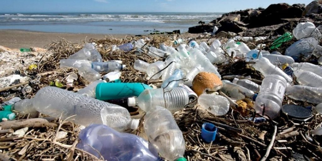 plastic-pollution-ecowatch-1024x512.jpg