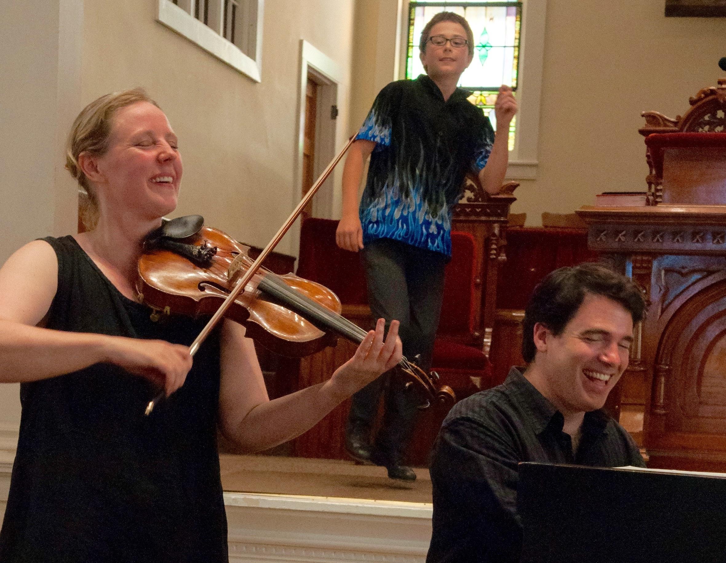 Fiddlers Gretchen Koehler, Ottawa Valley Step dancer Sylvain Koehler Foisy, pianist, Daniel Kelly. (Photo: Alicia Bodmer)