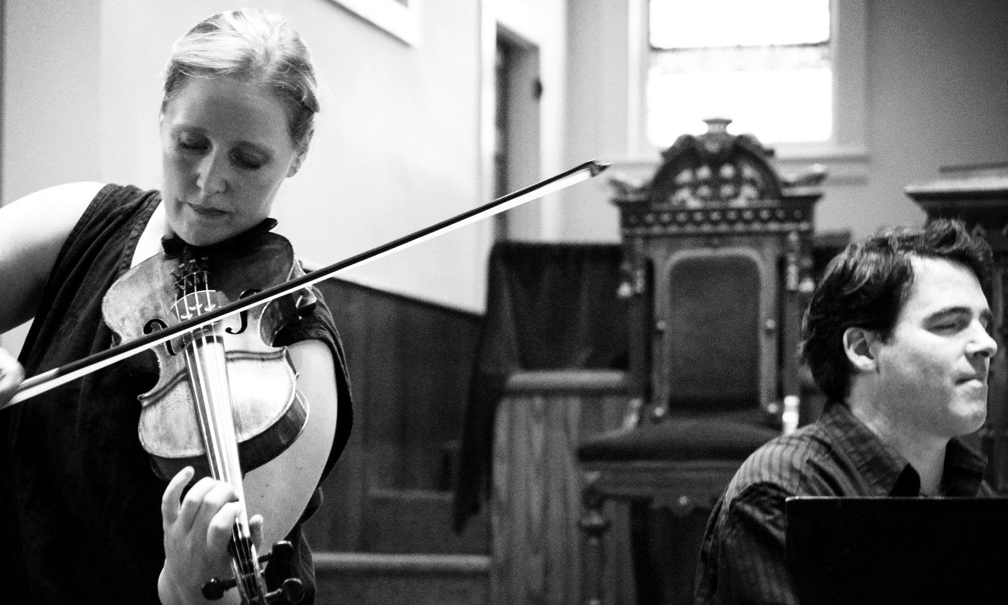 Fiddler Gretchen Koehler & pianist Daniel Kelly. Photo: Alicia Bodmer