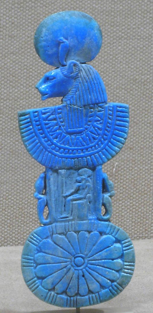 Necklace counterpoise with aegis of Sakhmet dynas 19-20 1295-1070 BC.jpg