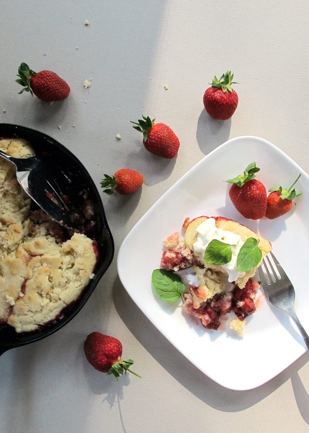 simple strawberry skillet cake recipe