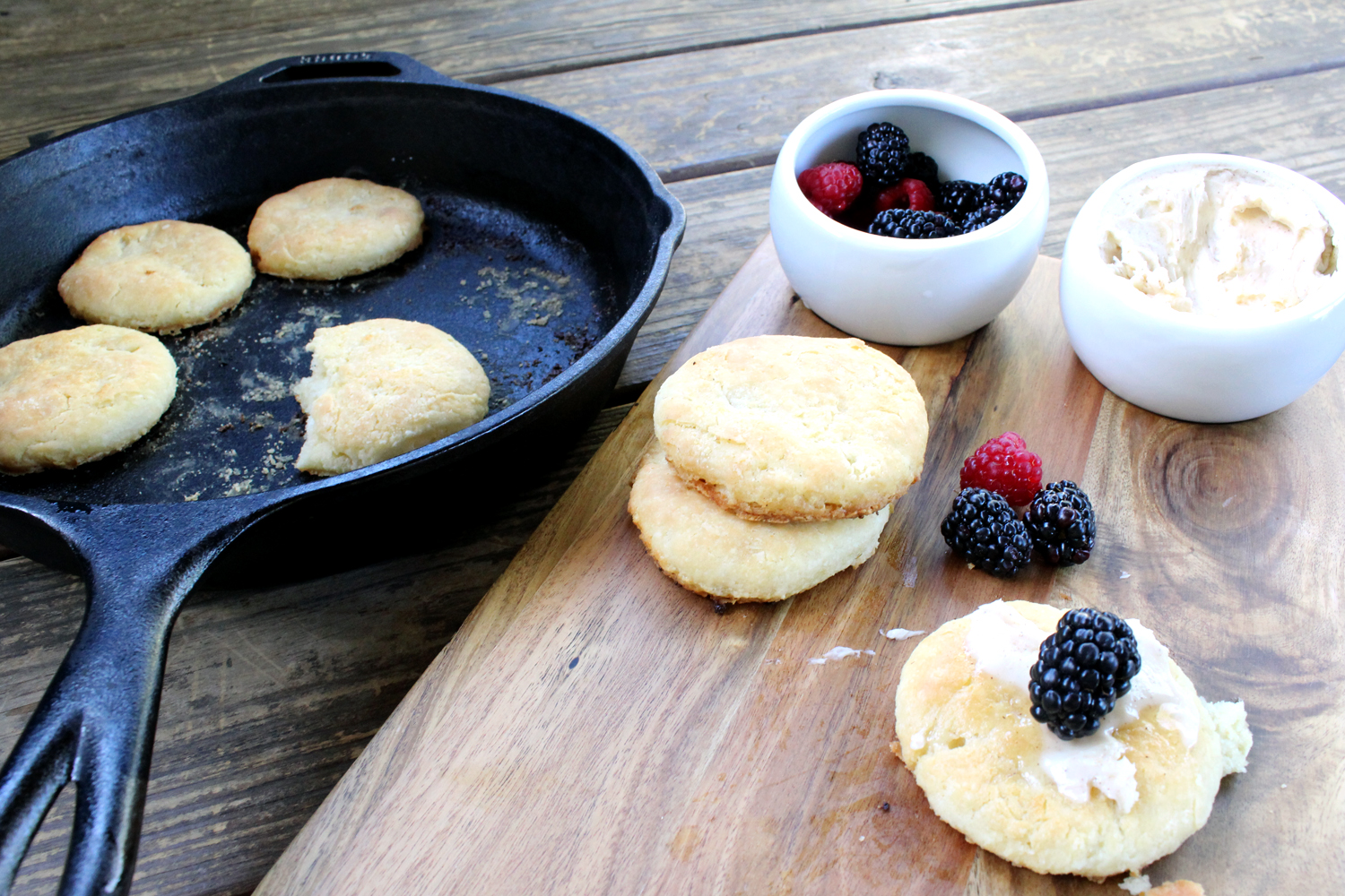 buttermilk skillet biscuits recipe | tag&tibby