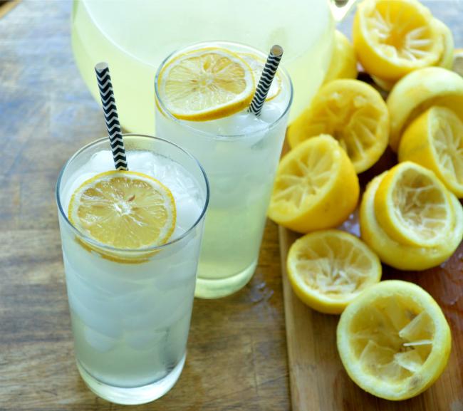Easy Homemade Lemonade by Sugar Dish Me