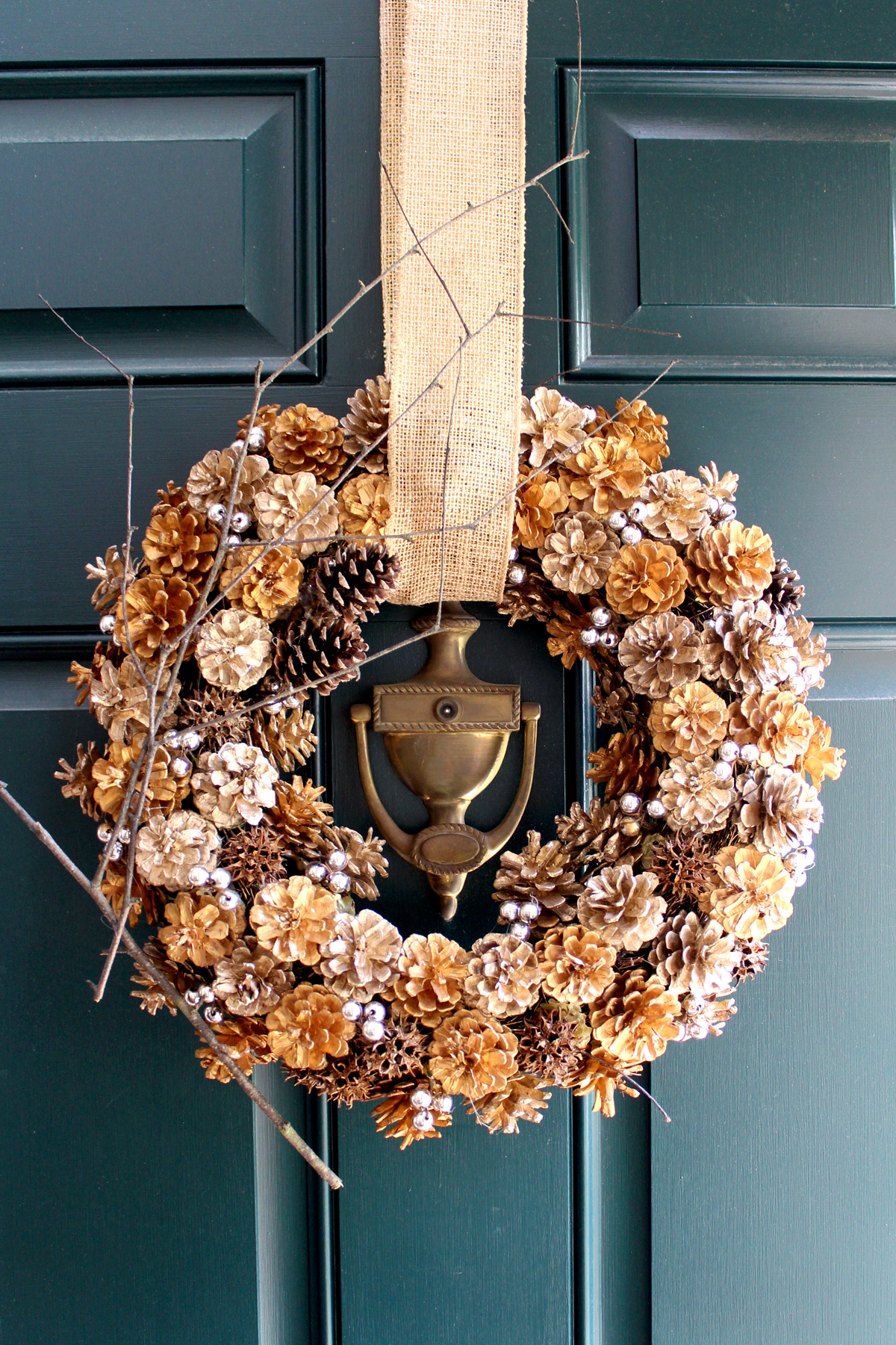 how to make a pinecone wreath for Thanksgiving