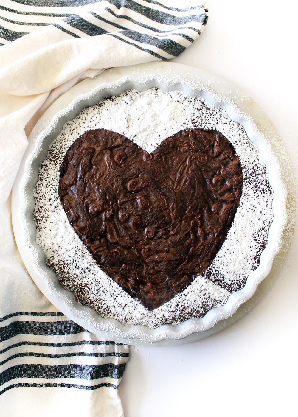how to make a powdered sugar heart brownie