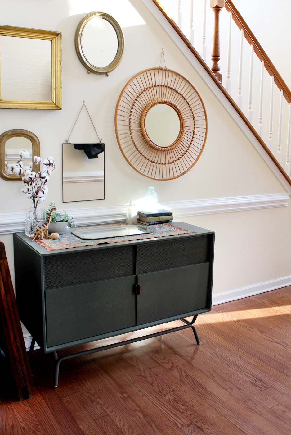 Make a gallery mirror wall: pick the perfect wall that will feel cozy