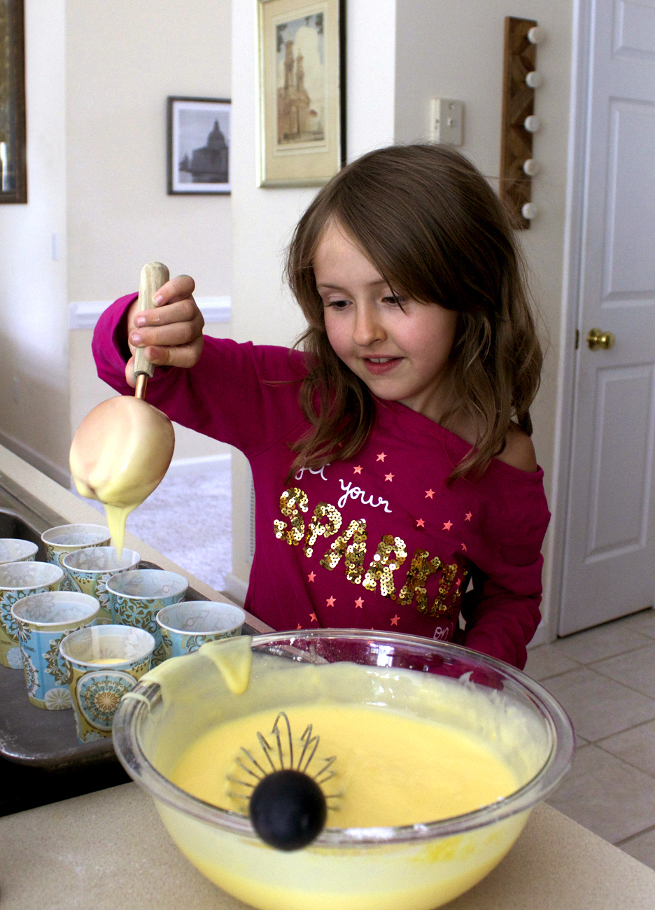 pour 1/2 cups of pudding per cup