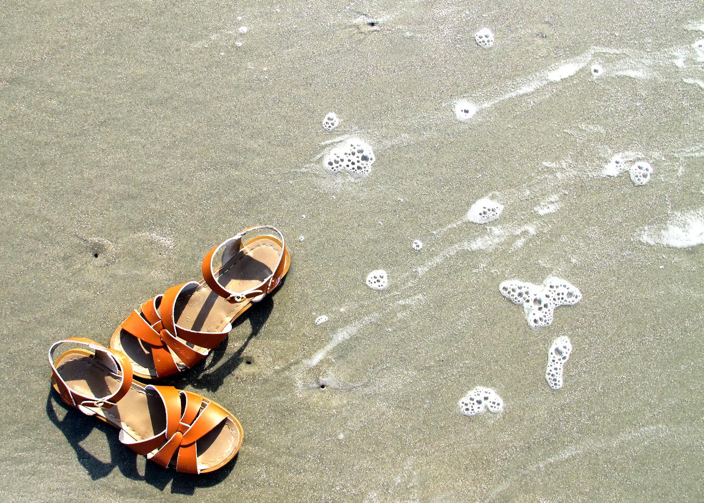 9 Travel Essentials For A Family Beach Trip