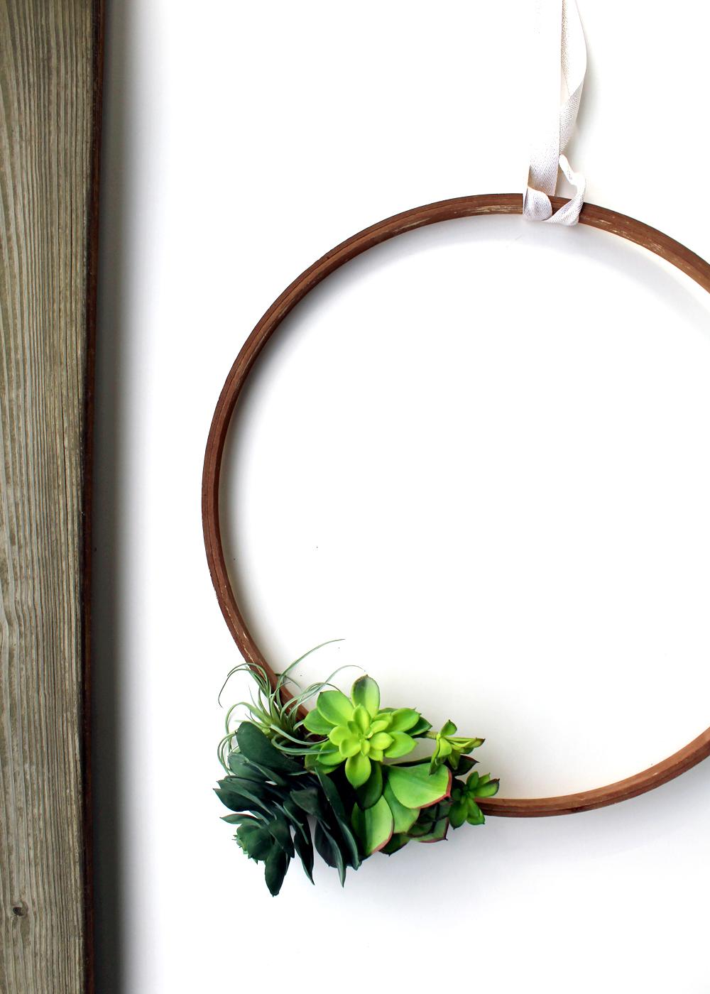 a simple, cheerful succulent wreath tutorial   tag&tibby