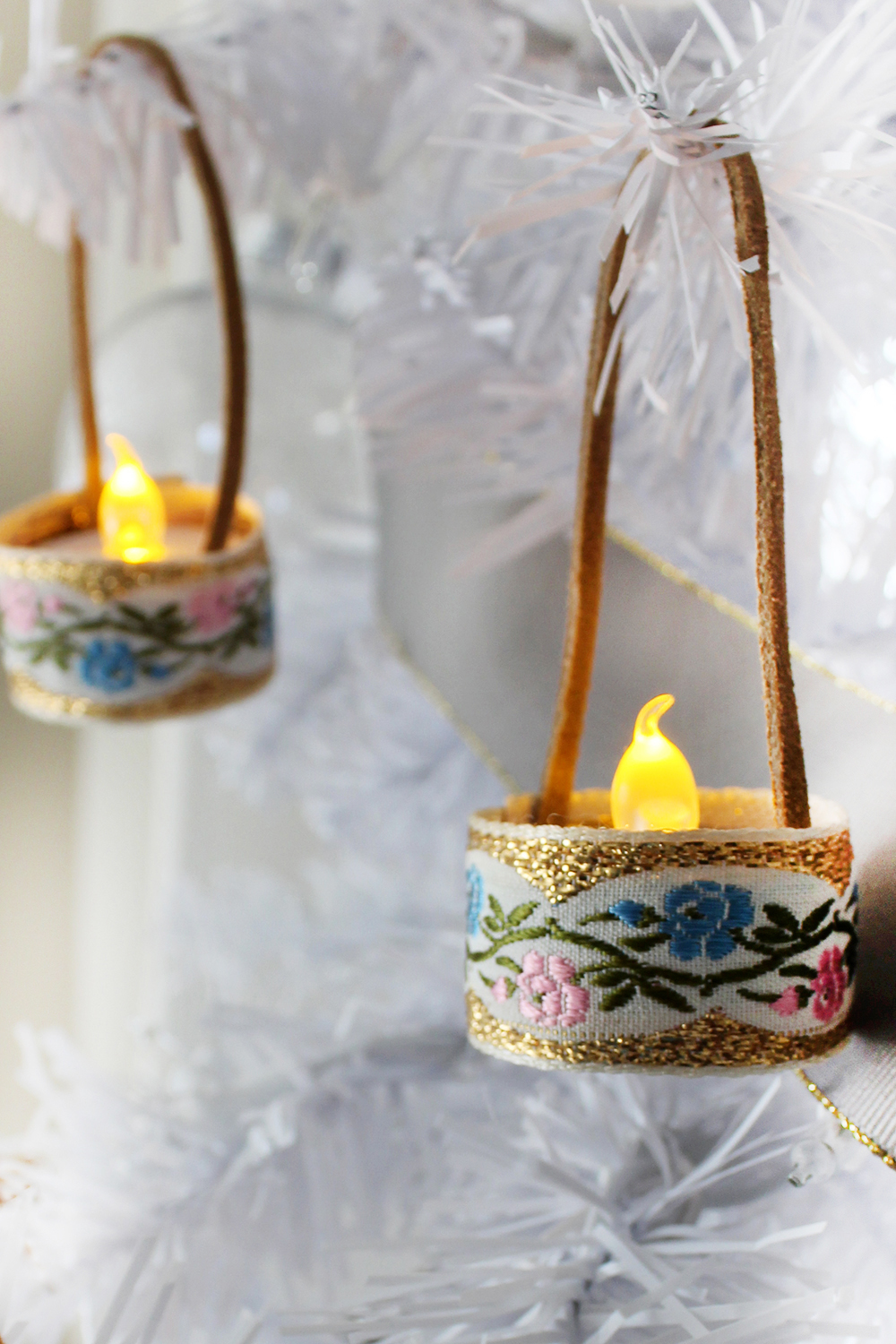how to make your own mini tealight ornaments, budget friendly and easy! #ChristmasDIY #Craft #HandmadChristmas #Ornament