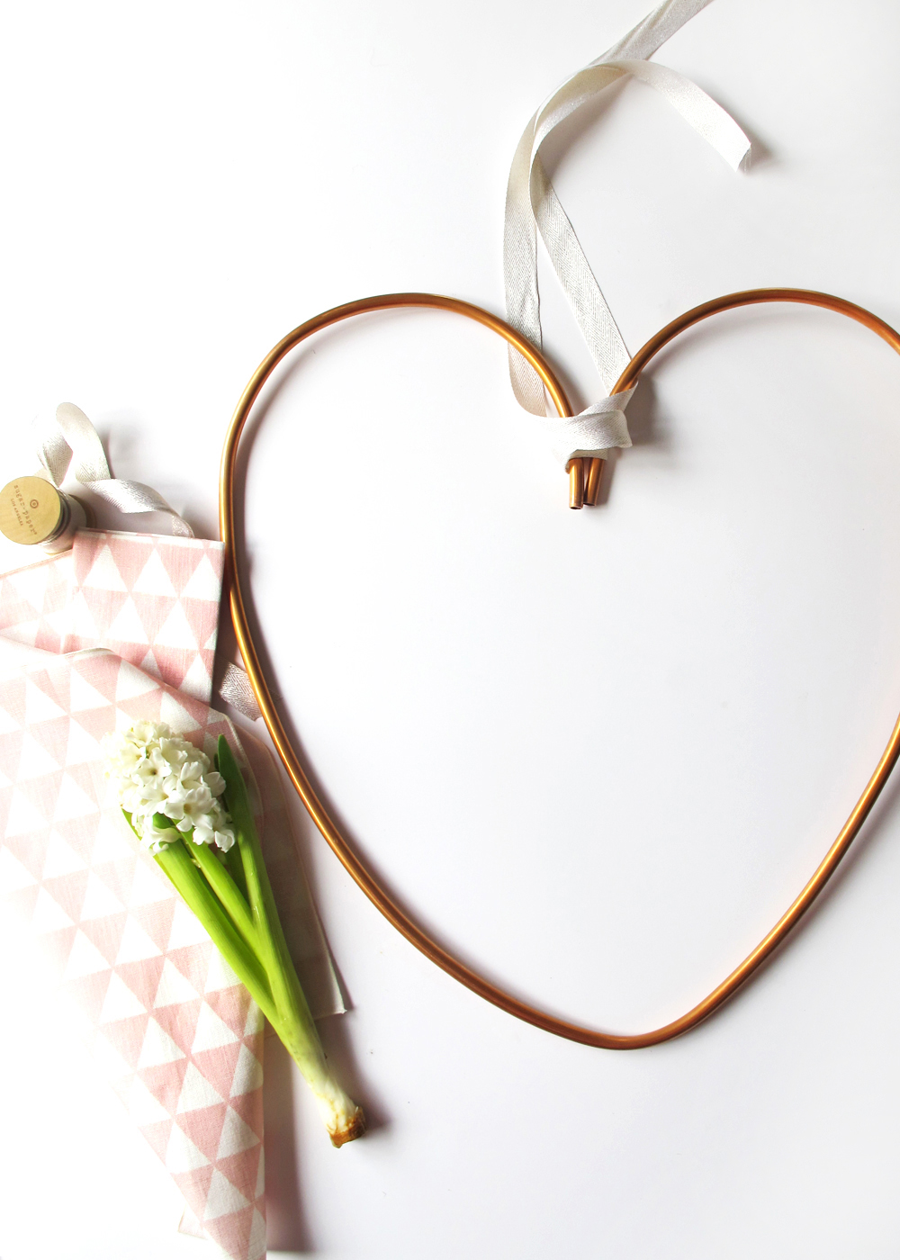 make your own copper heart wreath using soft copper tubing