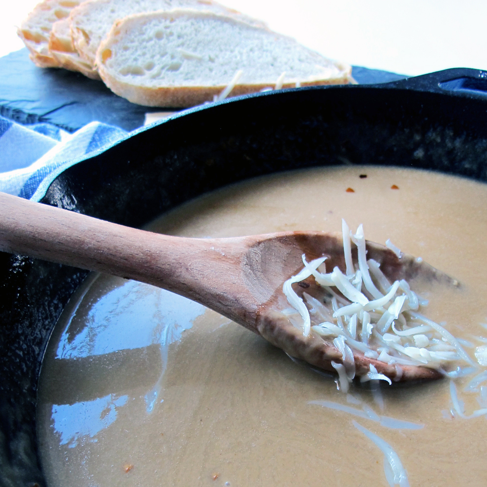 how to make homemade beer cheese with Gruyère cheese #gamedayfood #partyfood