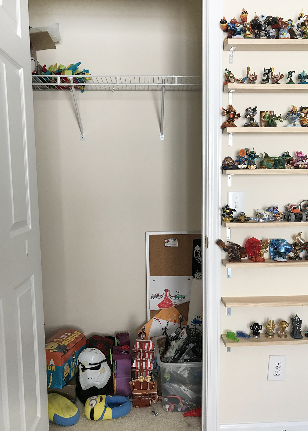 a 10 year old's closet BEFORE organization
