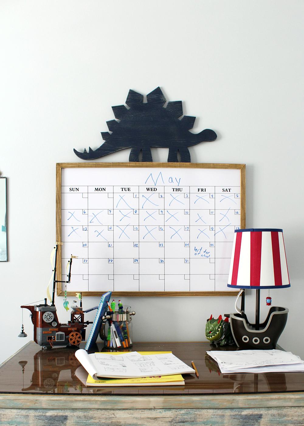 preteen boy bedroom desk