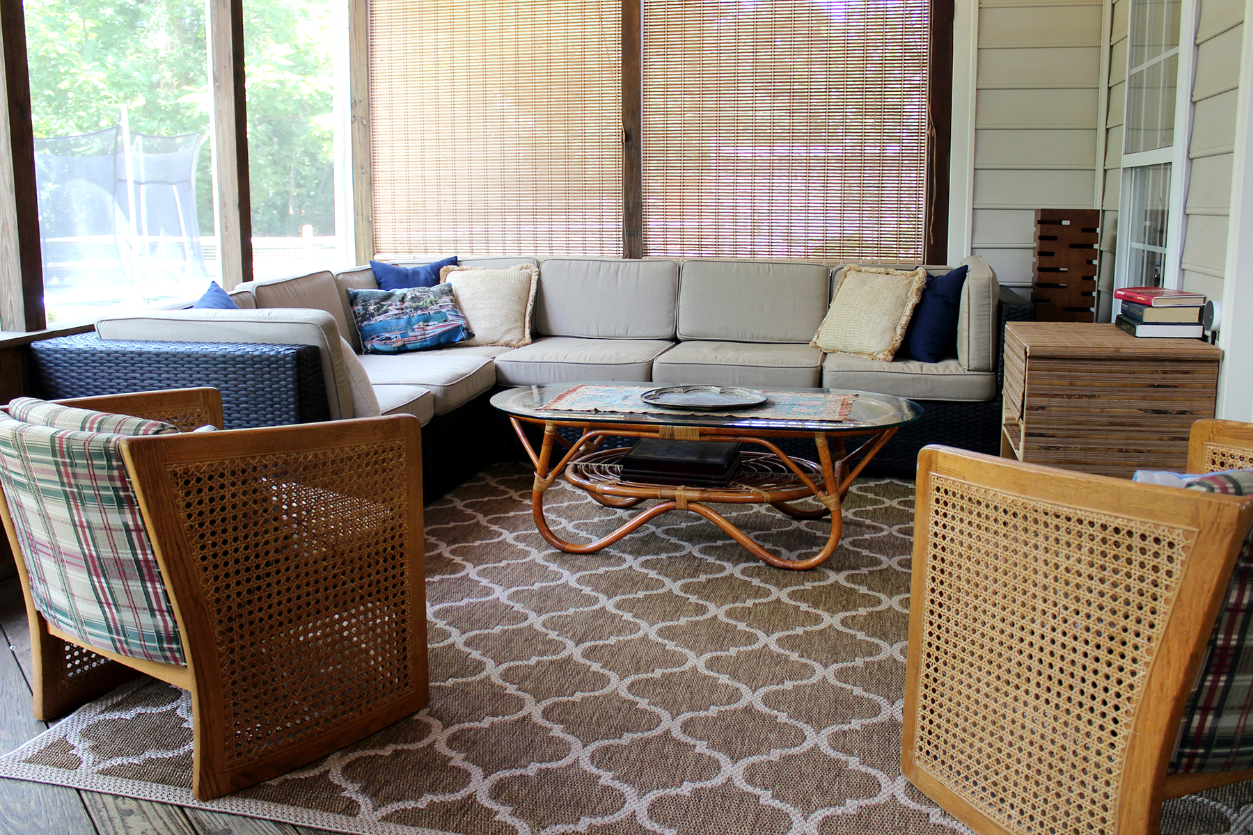 A Screened Porch on a Budget // tips for decorating a porch using thrifted furniture