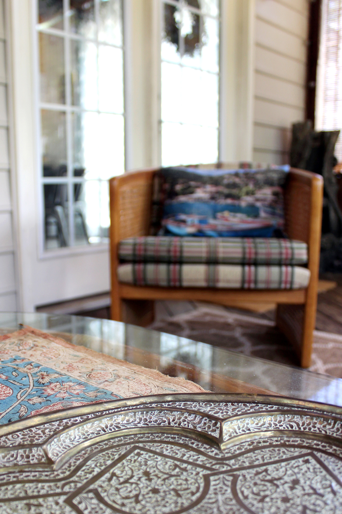 tips for decorating a rustic screened porch on a small budget #outdoorstyle #outdoordesign #screenedporch