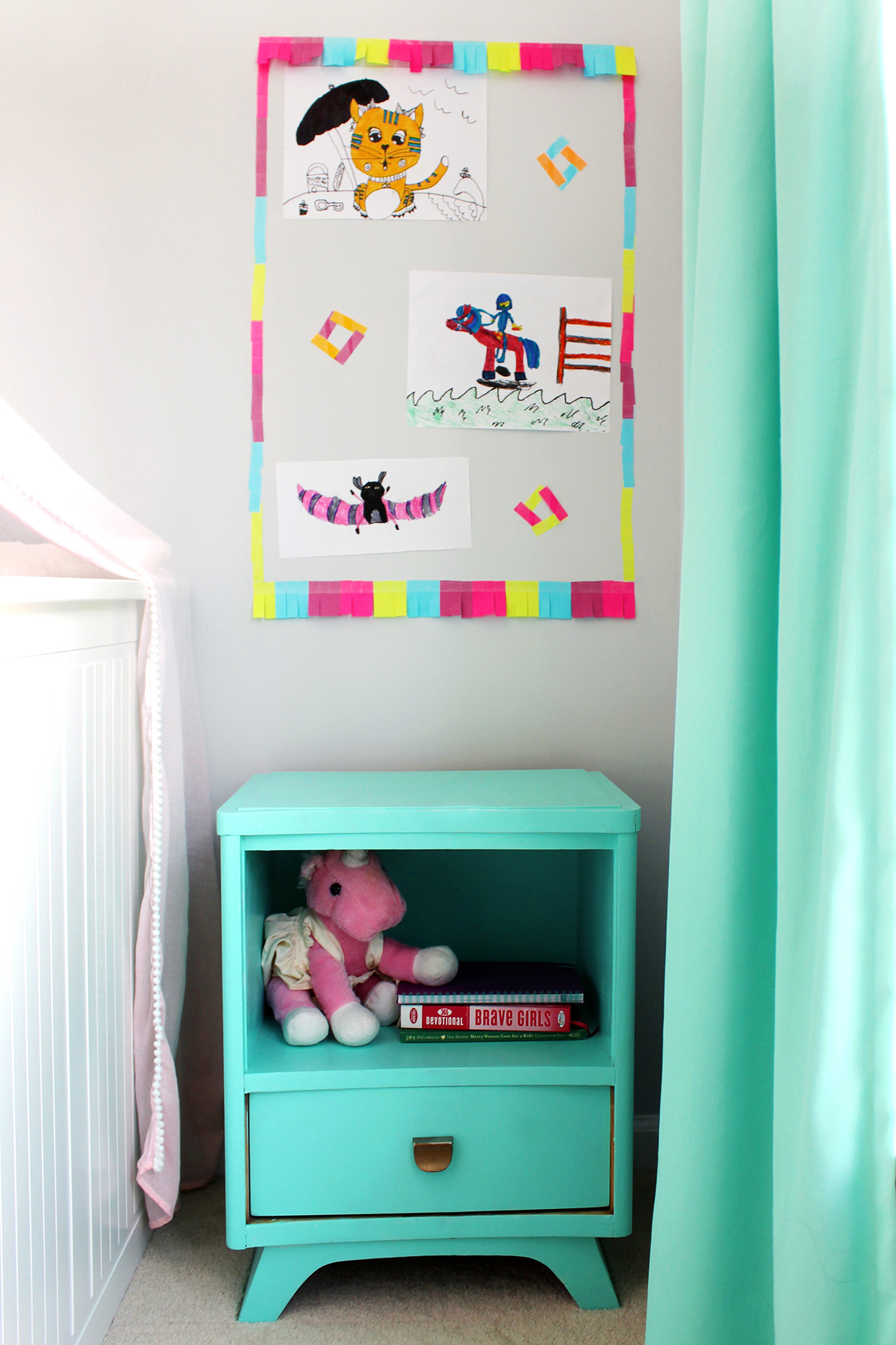 Make a creative art gallery wall with summer art projects #BackToSchoolGoals18 #ad