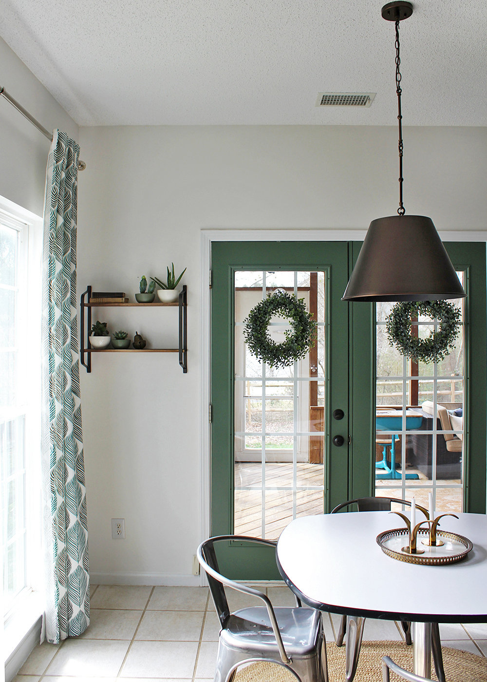 eat in kitchen, global feel with green and white #industrial #globaldesign #eatinkitchen #breakfastnook