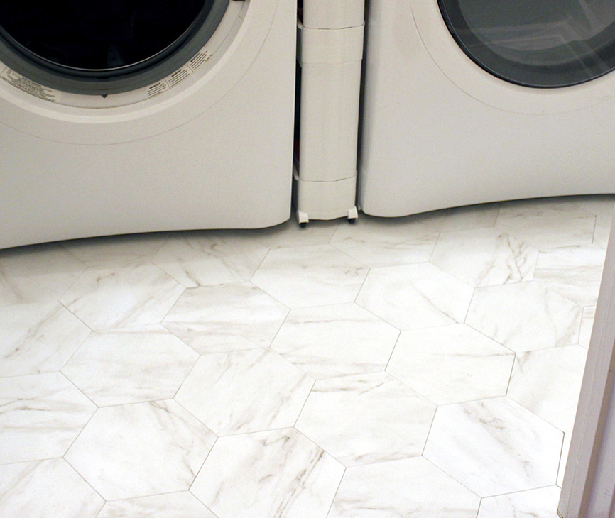 How to Install Peel and Stick Floor Tile for $100 in the laundry room #flooringDIY #budgetDIY #fauxmarble