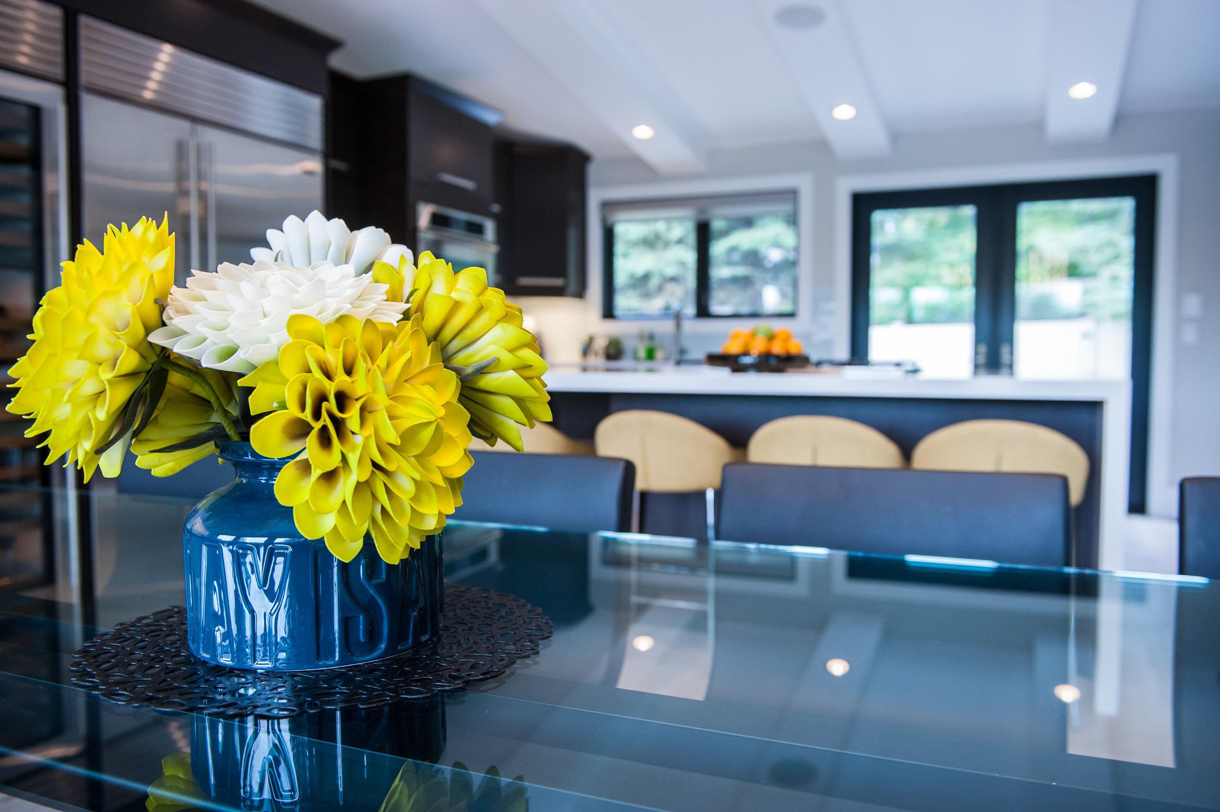 flower_kitchen_table