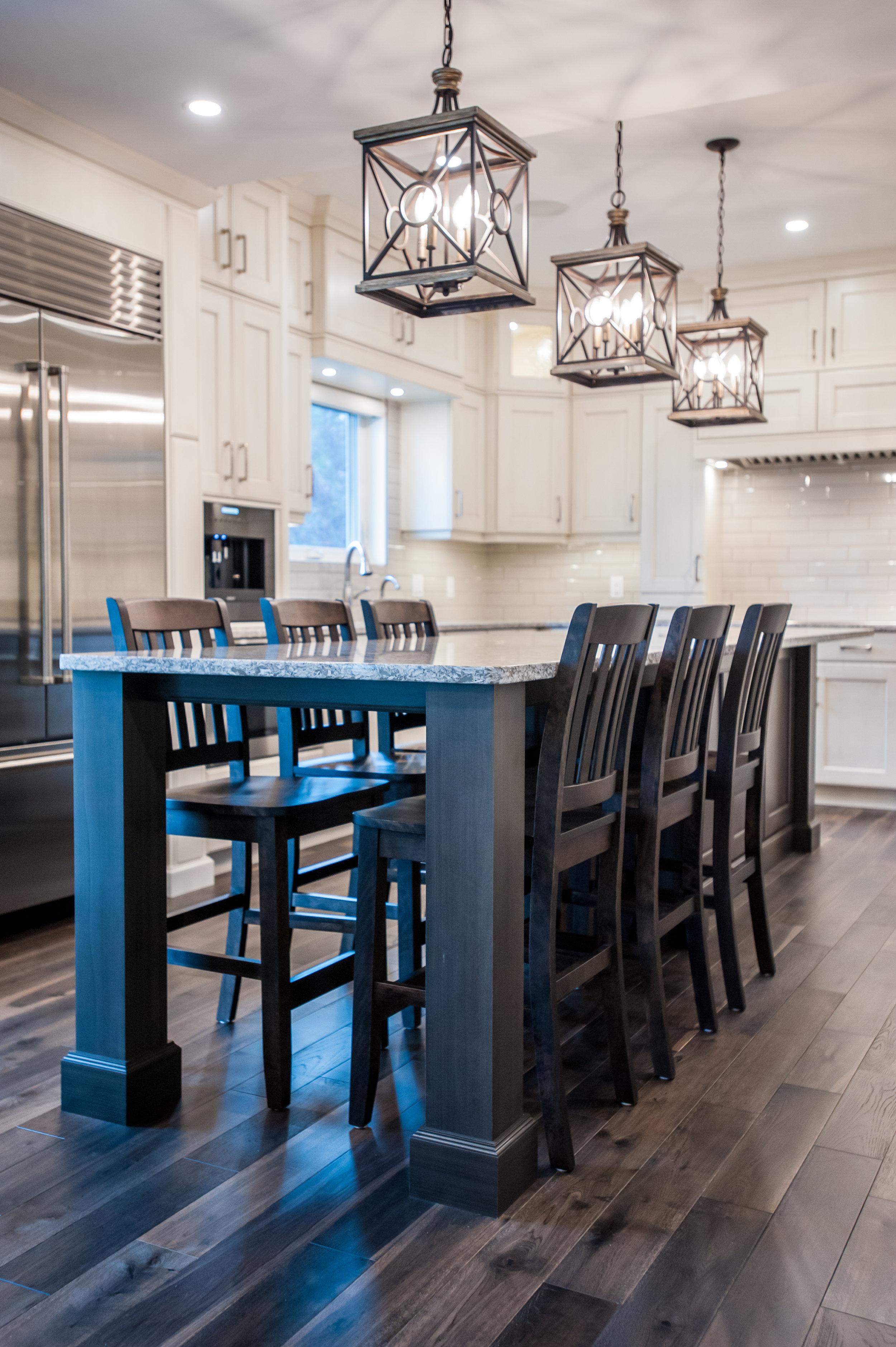 kitchen_traditional_island_white_grey