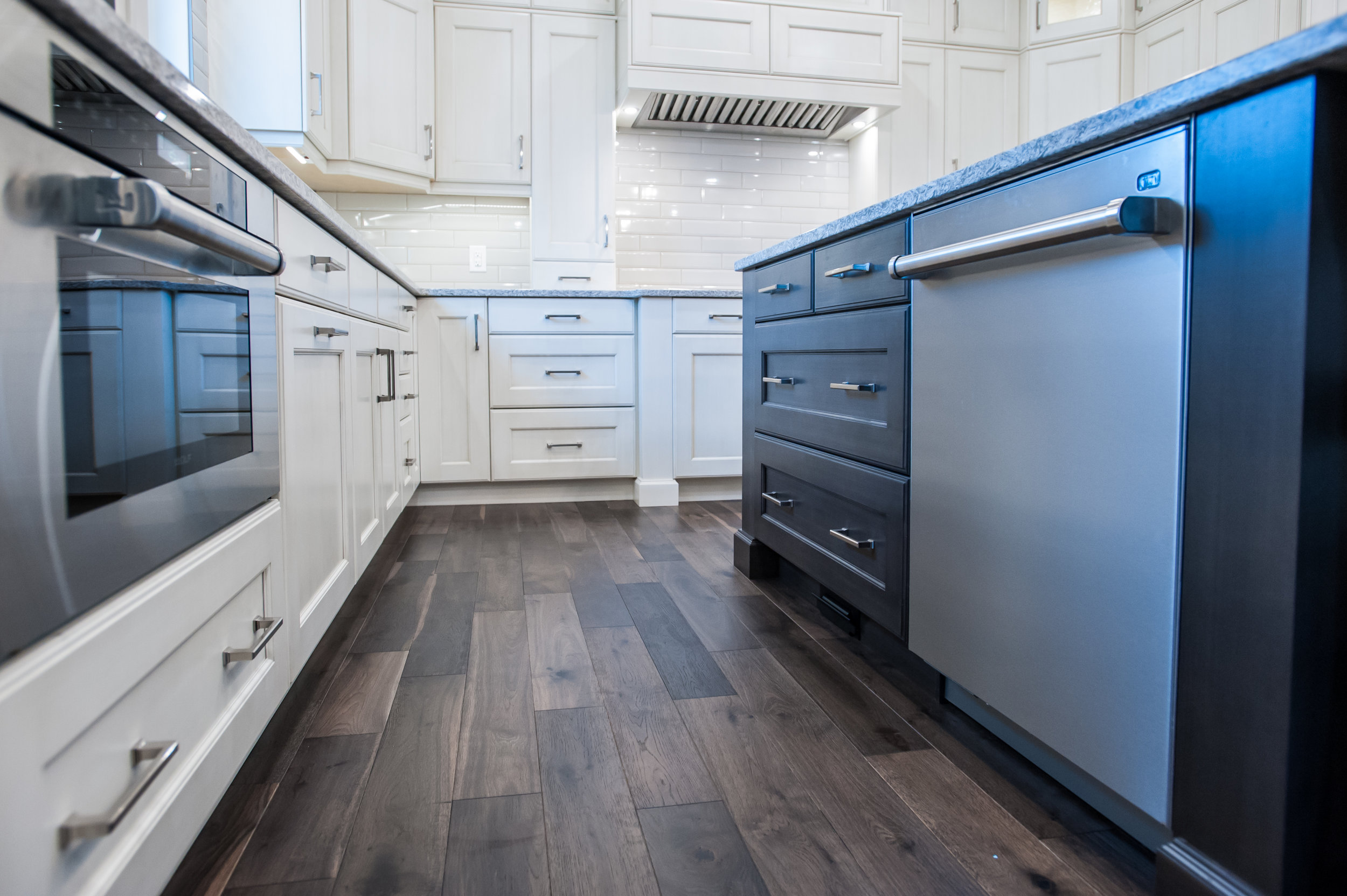 traditional_kitchen_undercounter_microwave