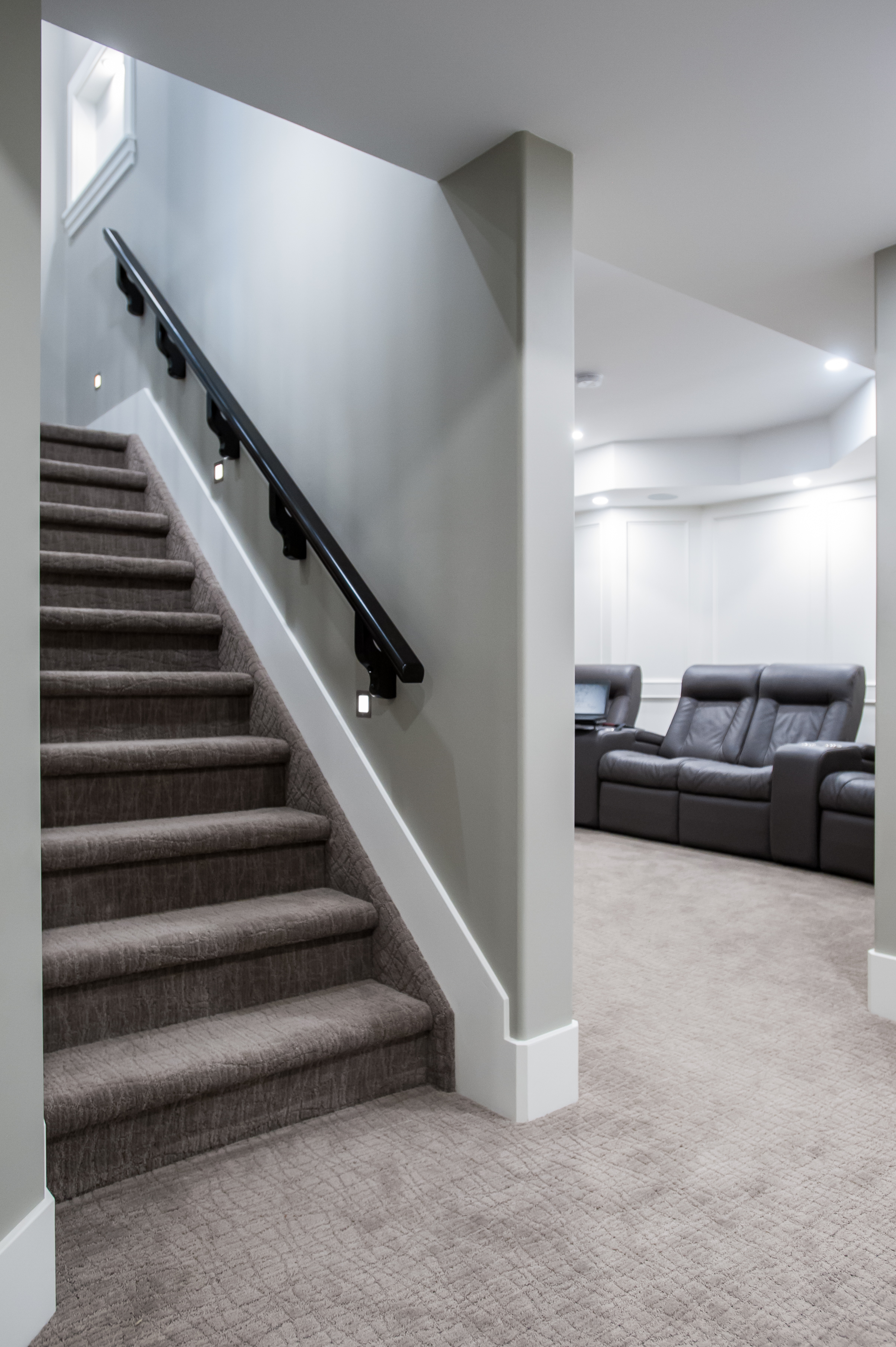 basement_stairs_carpet_traditional