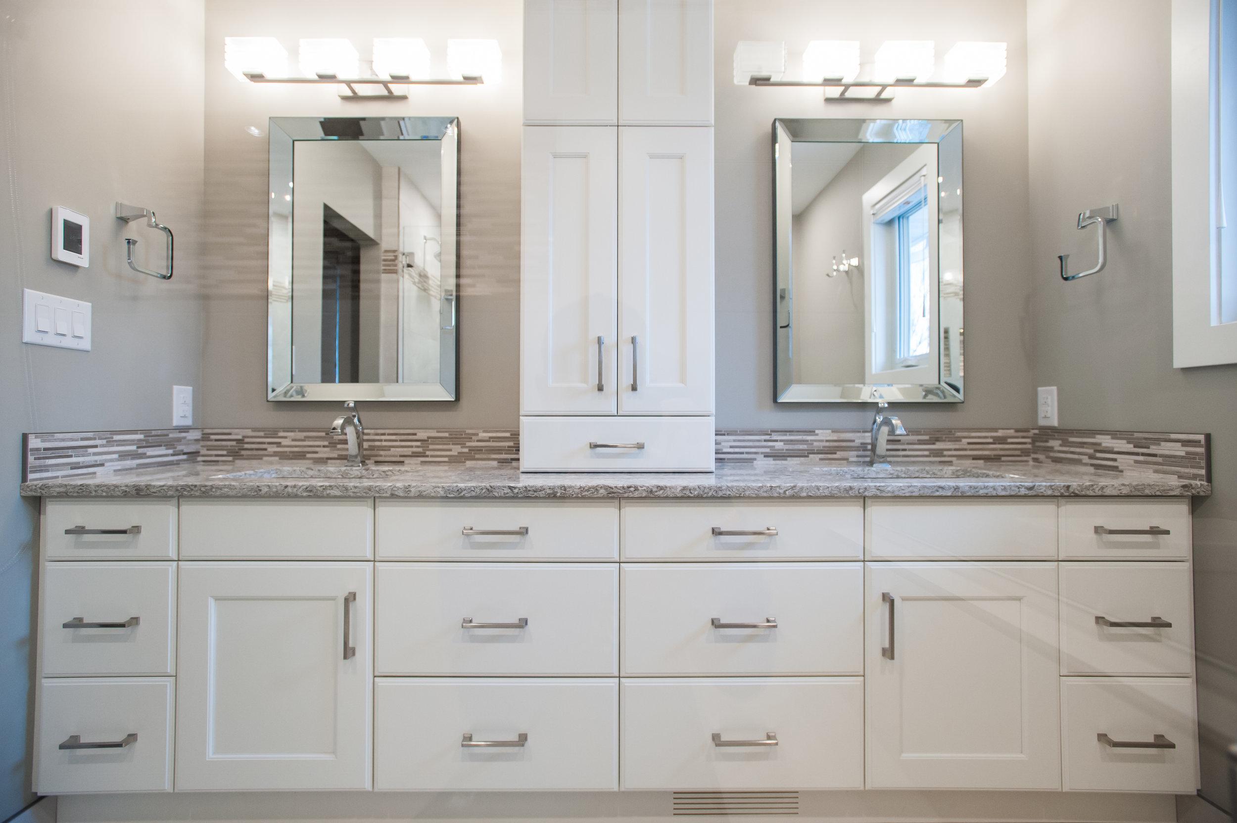 double_vanity_traditional_design