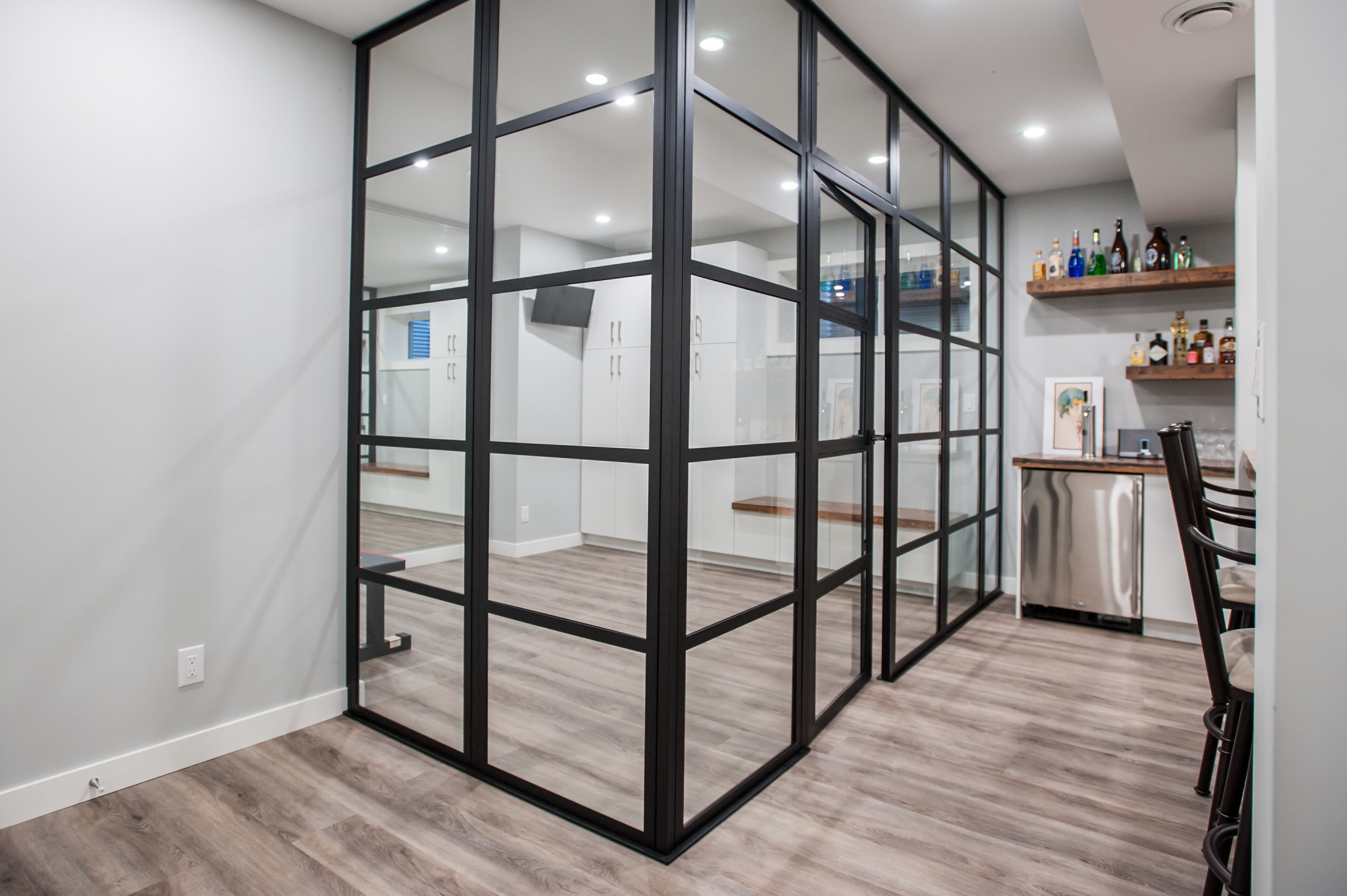 Black_Steel_Glass_Enclosure