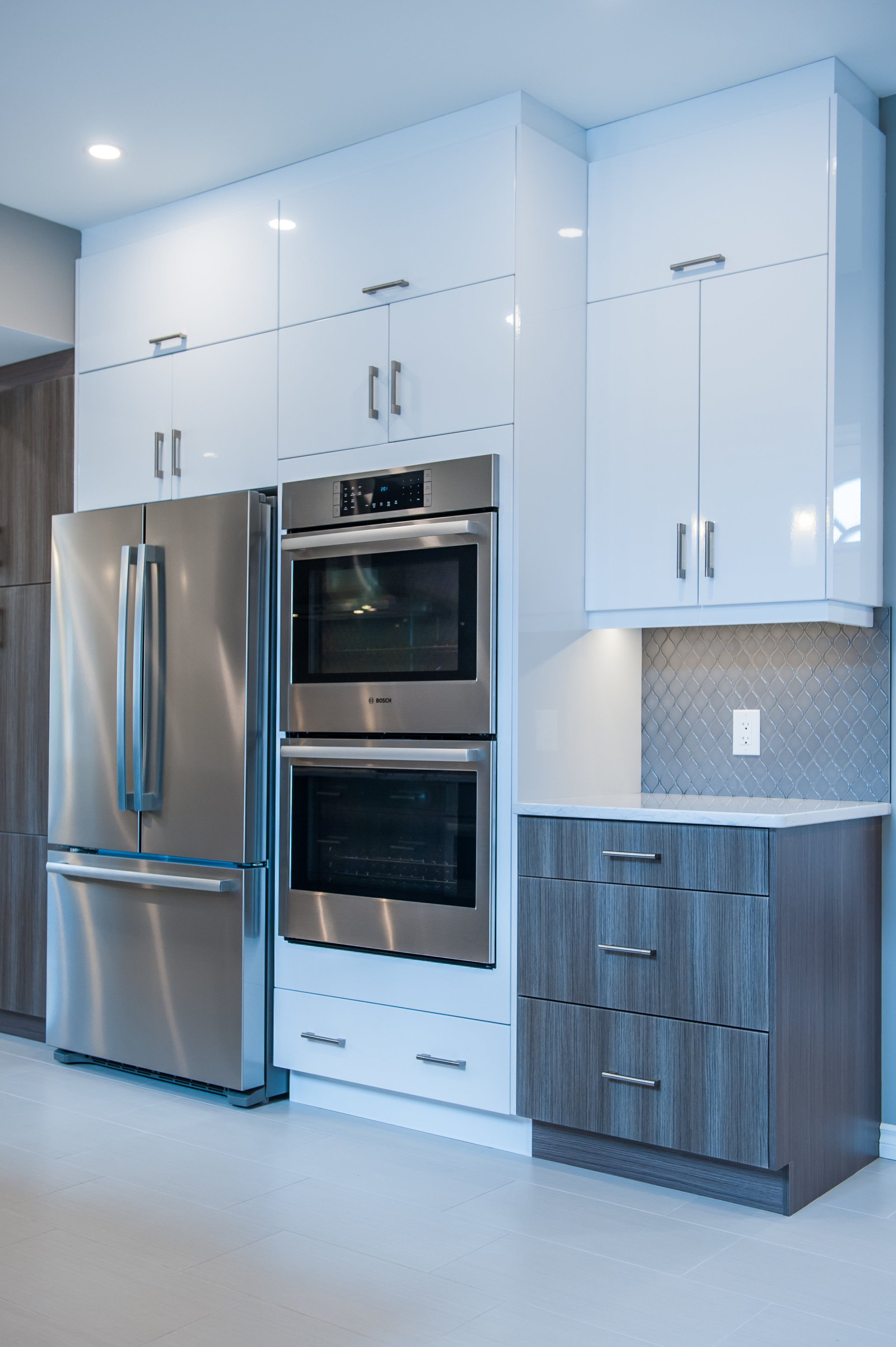 kitchen_condo_downtown_home_space_modern_grey_white_wood