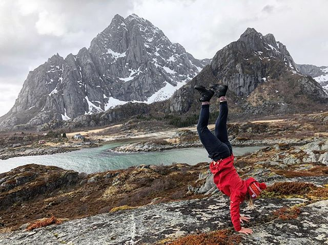 "⛰ Moody Clouds over #vågakallen ❤️ I'm posting this ""not so perfectly"" executed handstand because social media is already full of ""perfect"" ones 😊 Life is a work in progress & the perfect lies in the imperfect - read I'M PERFECT 👏🏻 We often hold back and procrastinate because we are scared to jump into the unknown, something we might not be so experienced at. Remember that the most uncomfortable steps you take are the ones that you will remember at the end of the day 🙋🏼‍♀️ #lofoten #norway #handstand #workinprogress #lifeisnow #dowhatyoulove #bprsnt #prsnt #life #mountains #activelifestyle #wearcolour #lifeisyourcanvas 