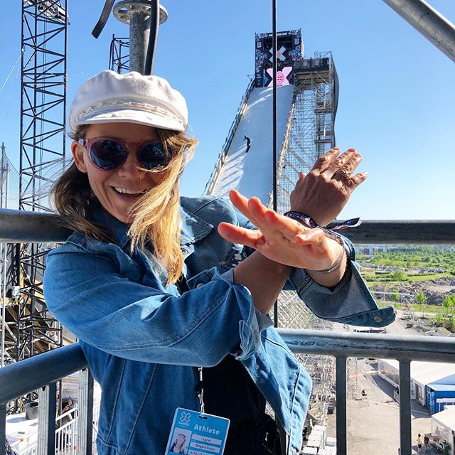 Getting a good view from the sidelines @xgamesnorway 🙅🏼‍♀️ It's a beautiful, sunny day here in Oslo so if you are in the area of the old airport #fornebu come check it out. Tickets for sale at the doors 😊 #xgamesmode #bigair #telenorarena #xgames | P: @fischi666