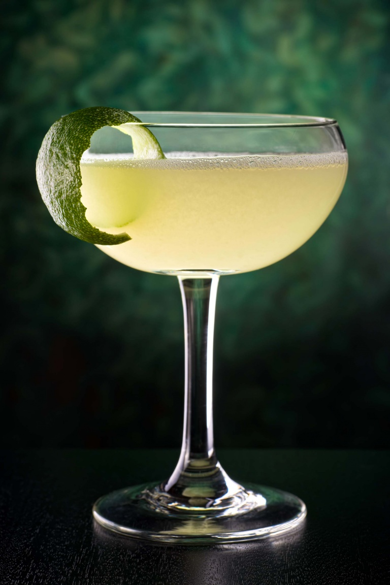 953-daiquiri-cocktail-al-lime-ricetta-cocktail-con-rum-bianco-lime-e-zucchero-i-cocktail-pi-famosi.jpg