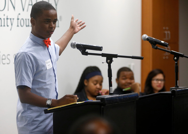 """Correll Vaughn, left, 16, a junior at Overfelt High School, debates against Eastside College Prep, background during the Silicon Valley Urban Debate League's debate regarding income equality in the region, at the Silicon Valley Community Foundation in Mountain View, Calif., on Wednesday, March 25, 2015.  The League is one of 20 urban debate leagues across the country.  (Nhat V. Meyer/Bay Area News Group)"""