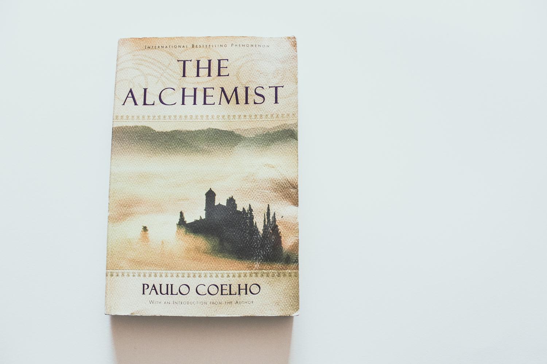 the-alchemist-paulo-coelho-review.jpg