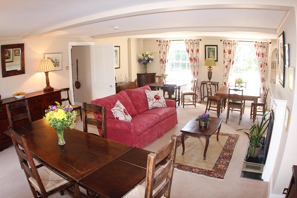 Lounge / Breakfast Room