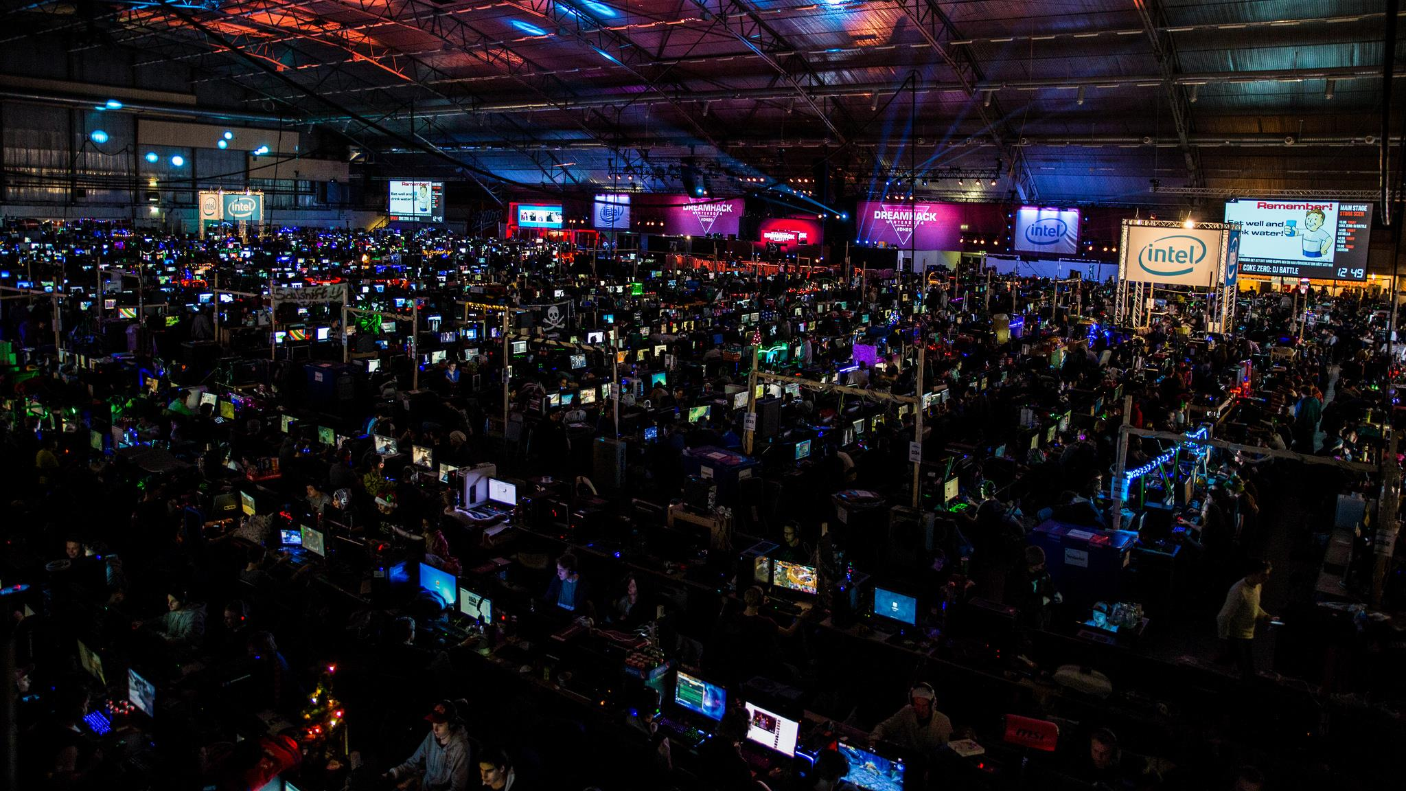 The largest hall of Dreamhack. There are two more large halls and many small areas with computers.