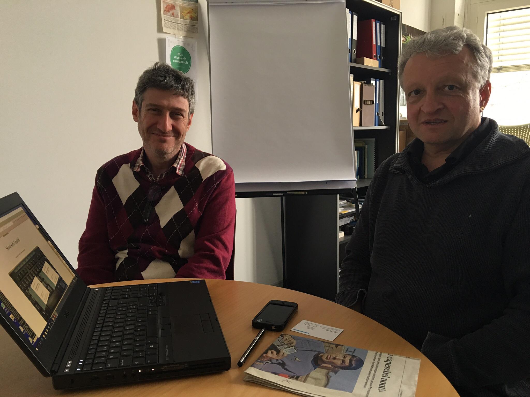 Christof Traber (r.) und Schamal Safra von Slowsoft bauen eine Computerstimme, die Rätoromanisch spricht.