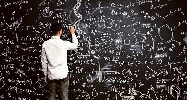 """""""Der Mathematik-Unterricht ist unfair"""" -  Informatiker und ETH-Professor Juraj Hromkovic  über überholte Lernmethoden und hohe Durchfallquoten bei Prüfungen.    SonntagsZeitung, 29. Mai 2016"""