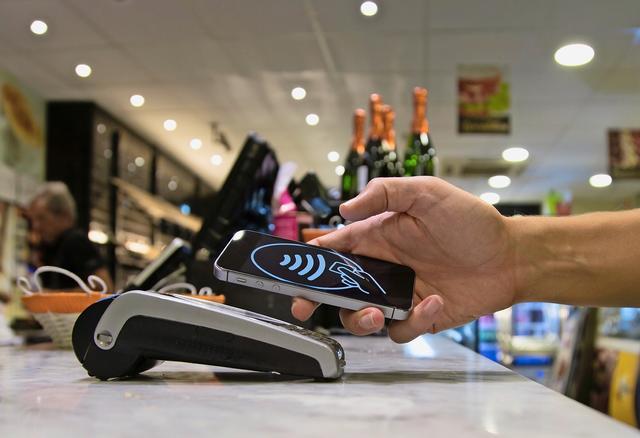Wie sicher ist kontaktlos zahlen?  Elf Antworten zum Einsatz von Apple Pay, Twint/Paymit, Kreditkarten & Co.    Sonntagszeitung, 19. Juni 2016