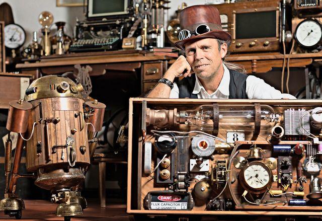 Steampunker, Künstler und Weltverbesserer.  An der ersten Schweizer Maker Faire zeigen über 100 Elektronik-Bastler ihre Kreationen. Einige glauben, damit die Weltwirtschaft zu revolutionieren. (Bild: Michele Limina)    SonntagsZeitung, 18. September 2016