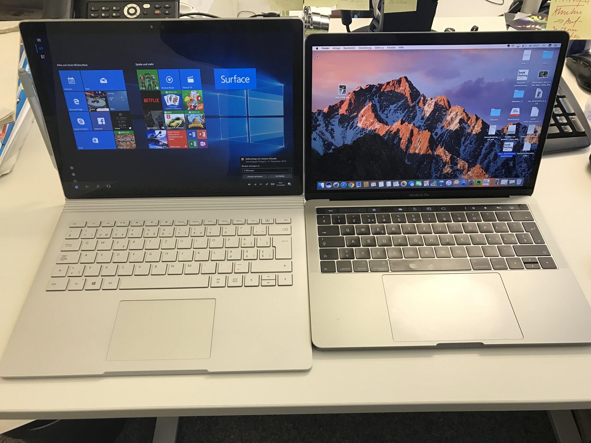 MacBook Pro und Microsoft Surface im Vergleich.  Trotz der neuen praktischen Touchbar schneidet Surface besser ab.    SonntagsZeitung, 18.12.201   6