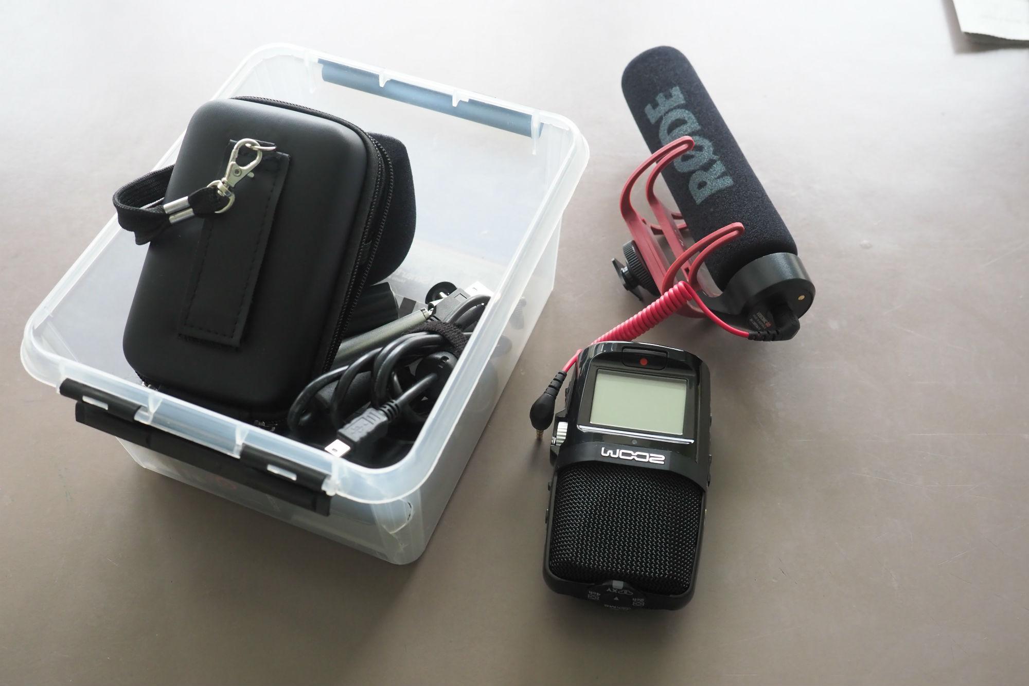 Audiozoom (rechts) und Roede-Mikrofon (mit dem roten Kabel)