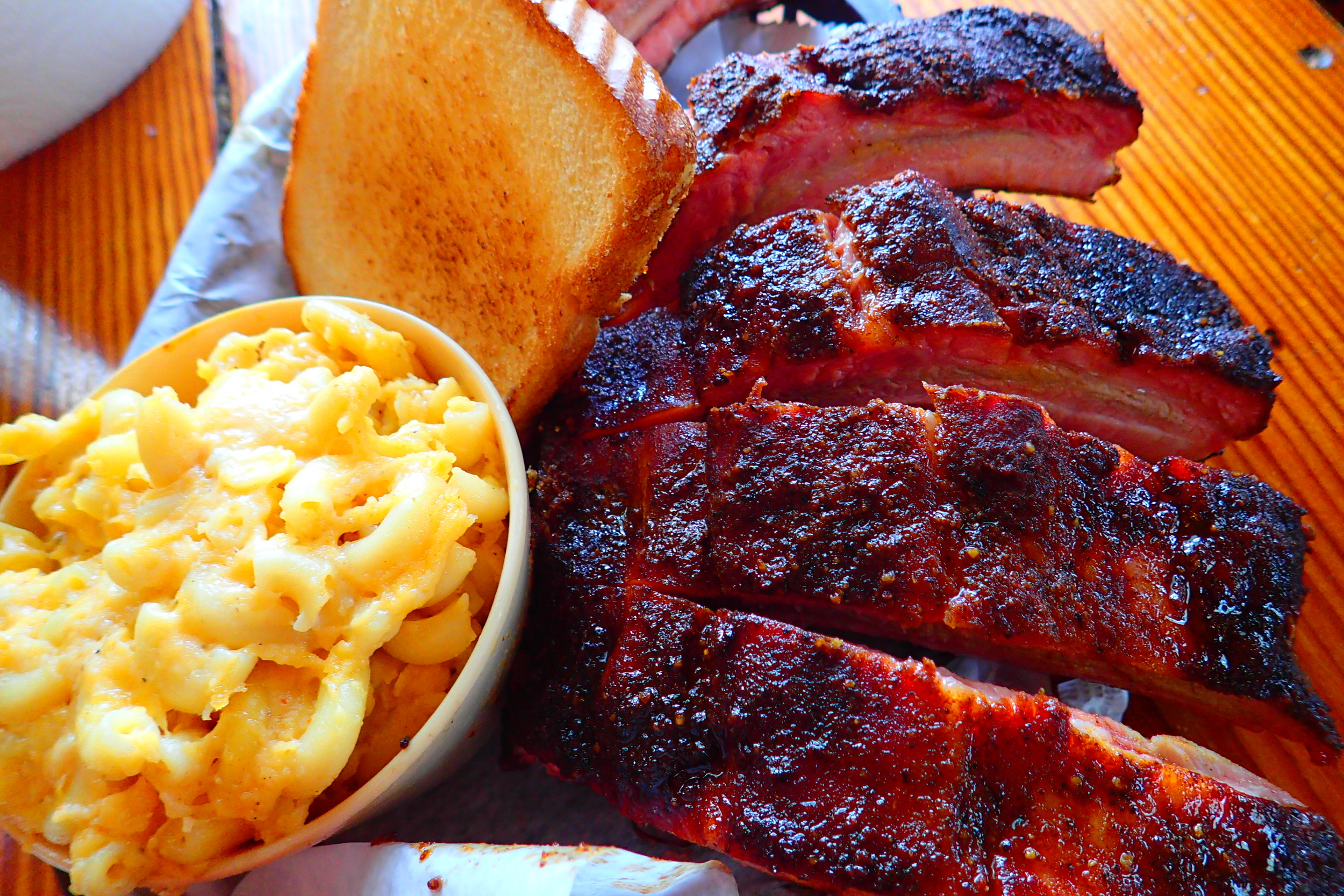 BBQ Ribs and a side of Mac at The Joint