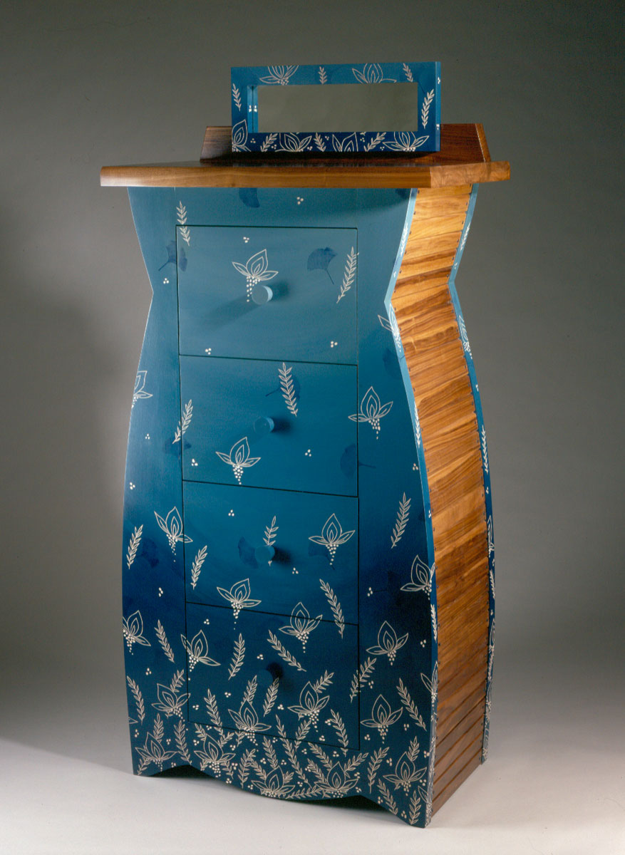 Brendas Dresser