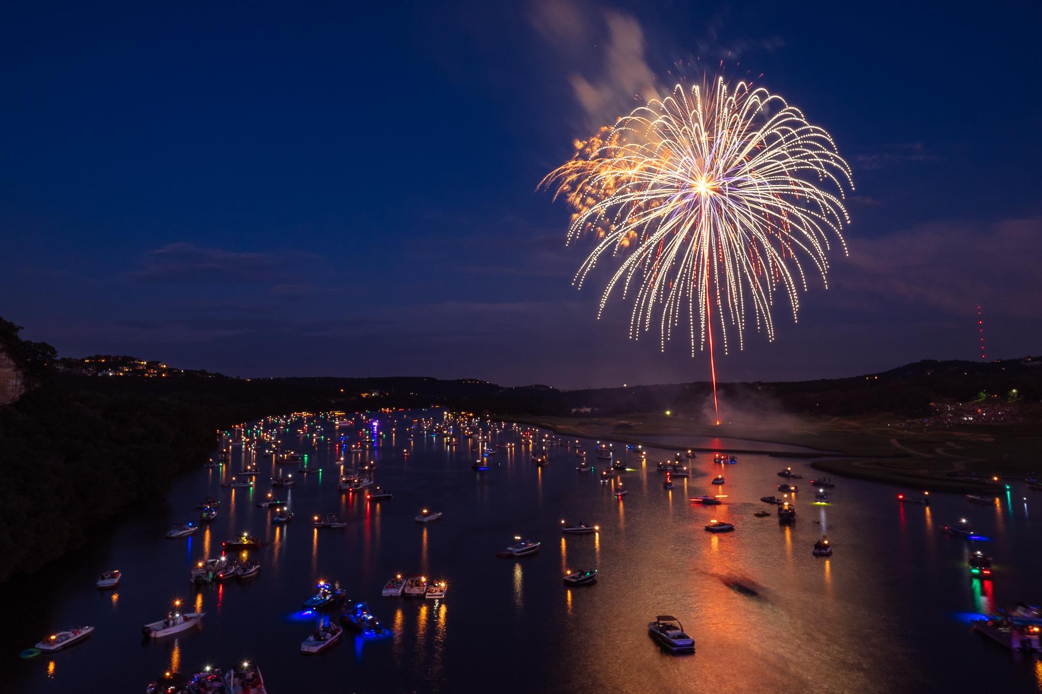 austin_fireworks_2014_10.jpg